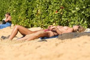 Toni-Garrn-Topless-On-The-Beach-In-Hawaii-m7b7u1ajro.jpg